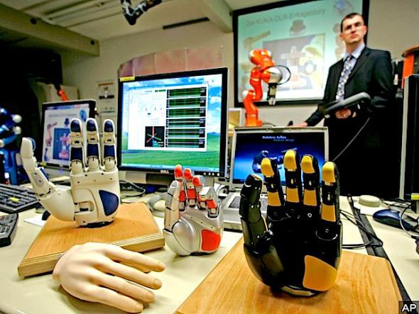 robot-hands-ap